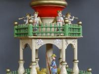 Stufenpyramide mit Figuren von Karl Müller